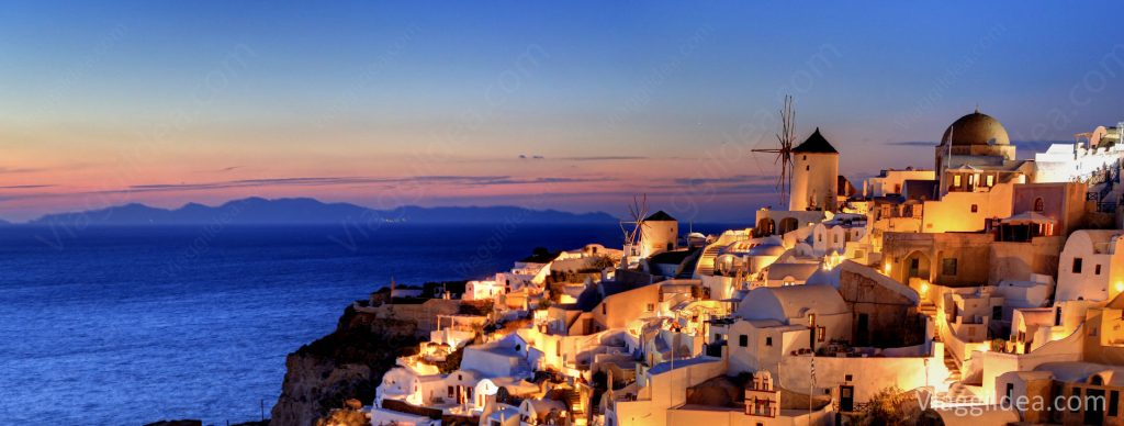 Magical sunset in Oia